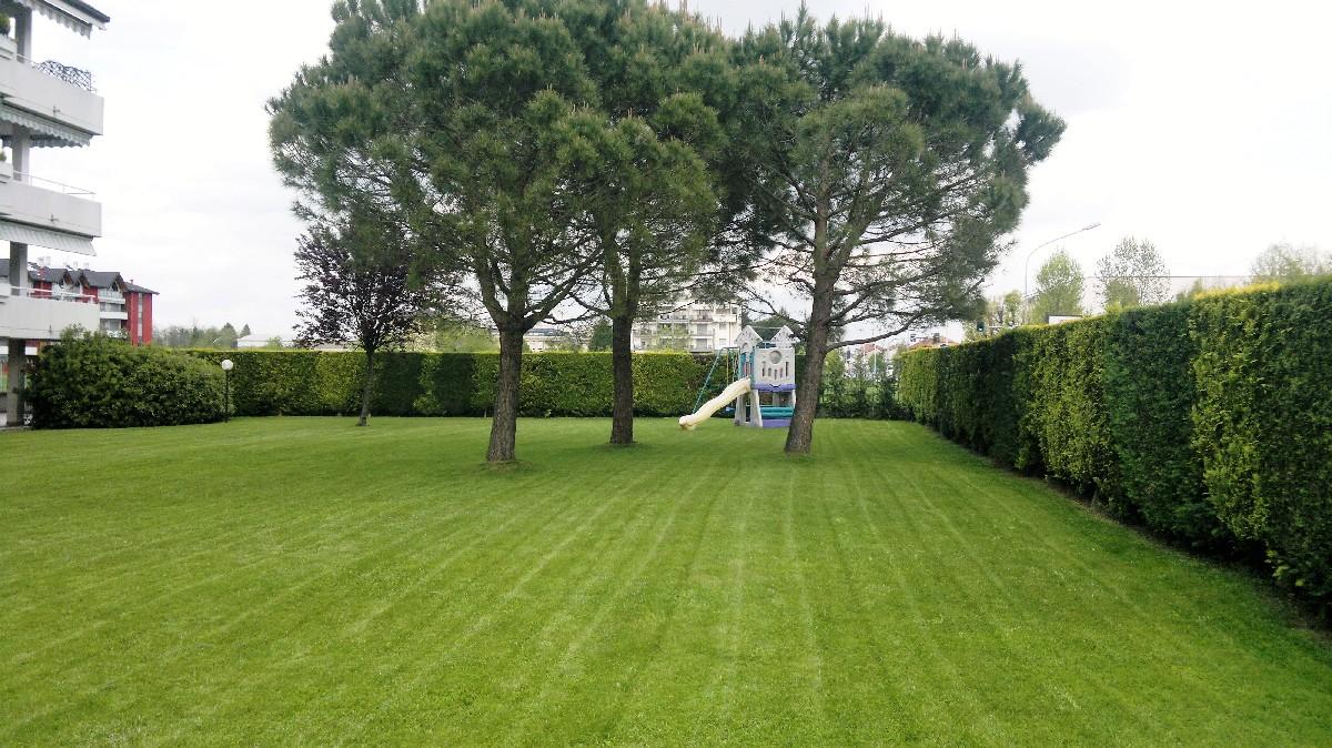 Manutenzione giardini e terrazzi milano como varese for Manutenzione giardini